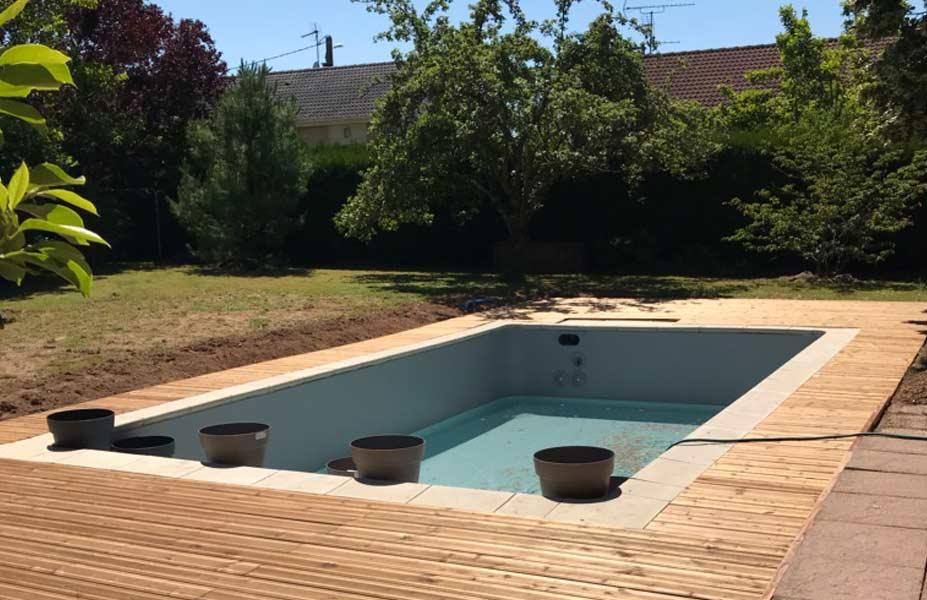 Pose de terrasse bois pour piscine